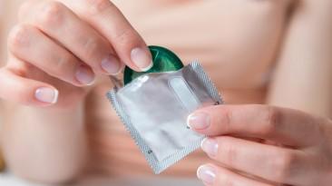 Hoe een condoom omdoen?