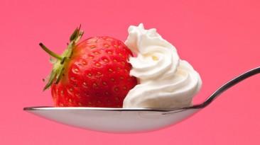 Lekker vrijen met aardbeien en slagroom